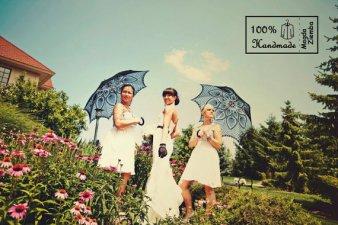 Fekete csipke napernyő koszorúslányoknak , Black lace sun umbrella for bridesmaid gifts Forrás:www.etsy.com