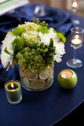 Lime és tengerészkék esküvői dekoráció, Lime green and navy wedding decoration Forrás:http://bloomfloraldesign.blogspot.hu/