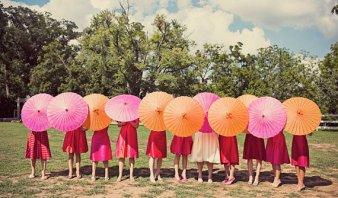 izspapír napernyő koszorúslányoknak ,Paper parasols for bridesmaid gifts Forrás:www.etsy.com