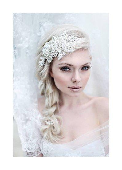 Fonott menyasszonyi frizura 1 , Bridal hair braids 1 Forrás:http://www.etsy.com/