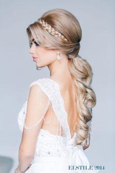 Fonott menyasszonyi frizura 10 , Bridal hair braids 10 Forrás:www.elstile.ru