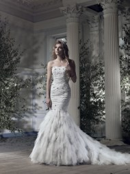 Ian Stuart Frill Me Collection Arctic Fox Forrás:http://www.ianstuart-bride.com/