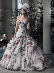 Ian Stuart Frill Me Collection Gainsborough Forrás:http://www.ianstuart-bride.com/