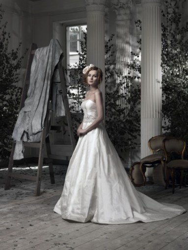 Ian Stuart Frill Me Collection Piccolo Forrás:http://www.ianstuart-bride.com/