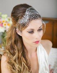 Menyasszonyi frizura fátyollal 3 , Bridal hairstyles with veil 3 Forrás:http://www.etsy.com