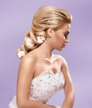 Menyasszonyi frizura ,hosszú szőke hajból 1 , Bridal long blonde hair 1 Forrás:http://foto-pricheski.ru