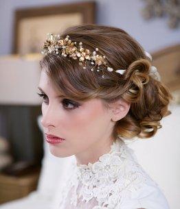 Menyasszonyi frizura ,hosszú szőke hajból 13, Bridal long blonde hair 13 Forrás:http://www.etsy.com