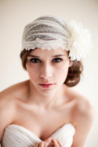 Menyasszonyi frizura Júlia fátyollal 6 , Bridal hairstyles with Juliet cap veil 6Forrás:http://www.etsy.com