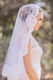 Menyasszonyi frizura mantilla fátyollal 18 , Bridal hairstyles with mantilla veil 18 Forrás:http://www.etsy.com