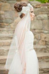 Menyasszonyi frizura ujjhegyig érő fátyollal 7 , Bridal hairstyles with fingertip veil 7 Forrás:http://www.etsy.com