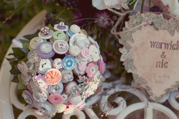 Gombos menyasszonyi csokor 11, Button bridal bouquet 11 Forrás: www.etsy.com