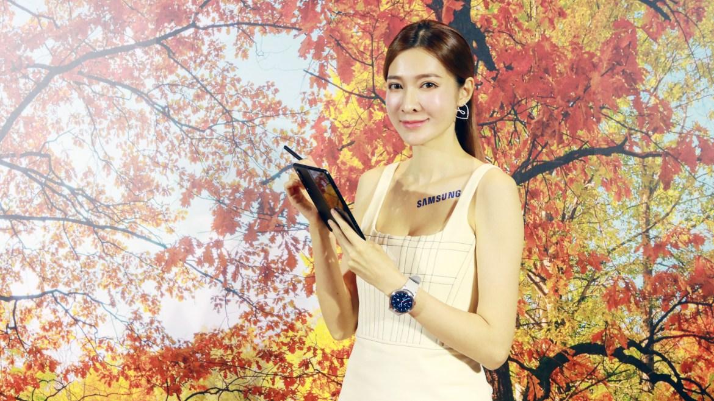 三星Galaxy Z Fold3 5G支援手寫筆 隱藏式鏡頭的方式與小米MIX4不同