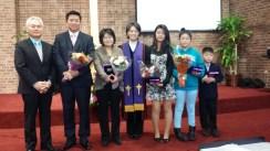 세례식을 마치고 세례 받은자들과...