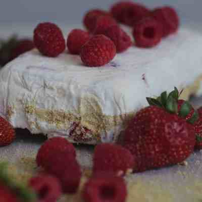 Frozen Strawberry & Raspberry Cheesecake Mousse