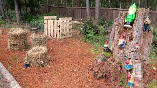 DIY Potato Towers Wood Pallet Compost Bin