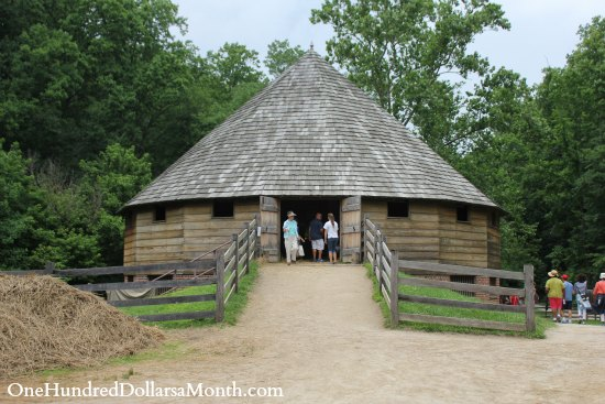 George Washington's Mount Vernon 16 sided barn