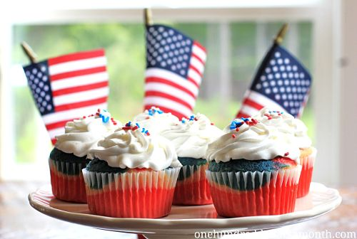 red-white-and-blue-cupcakes_opt