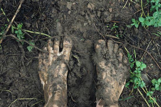feet in mud