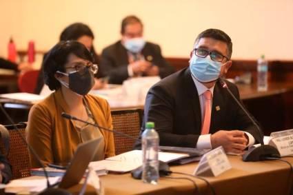 Ministro Geiner Alvarado expone políticas de gestión Vivienda ante comisión del Congreso