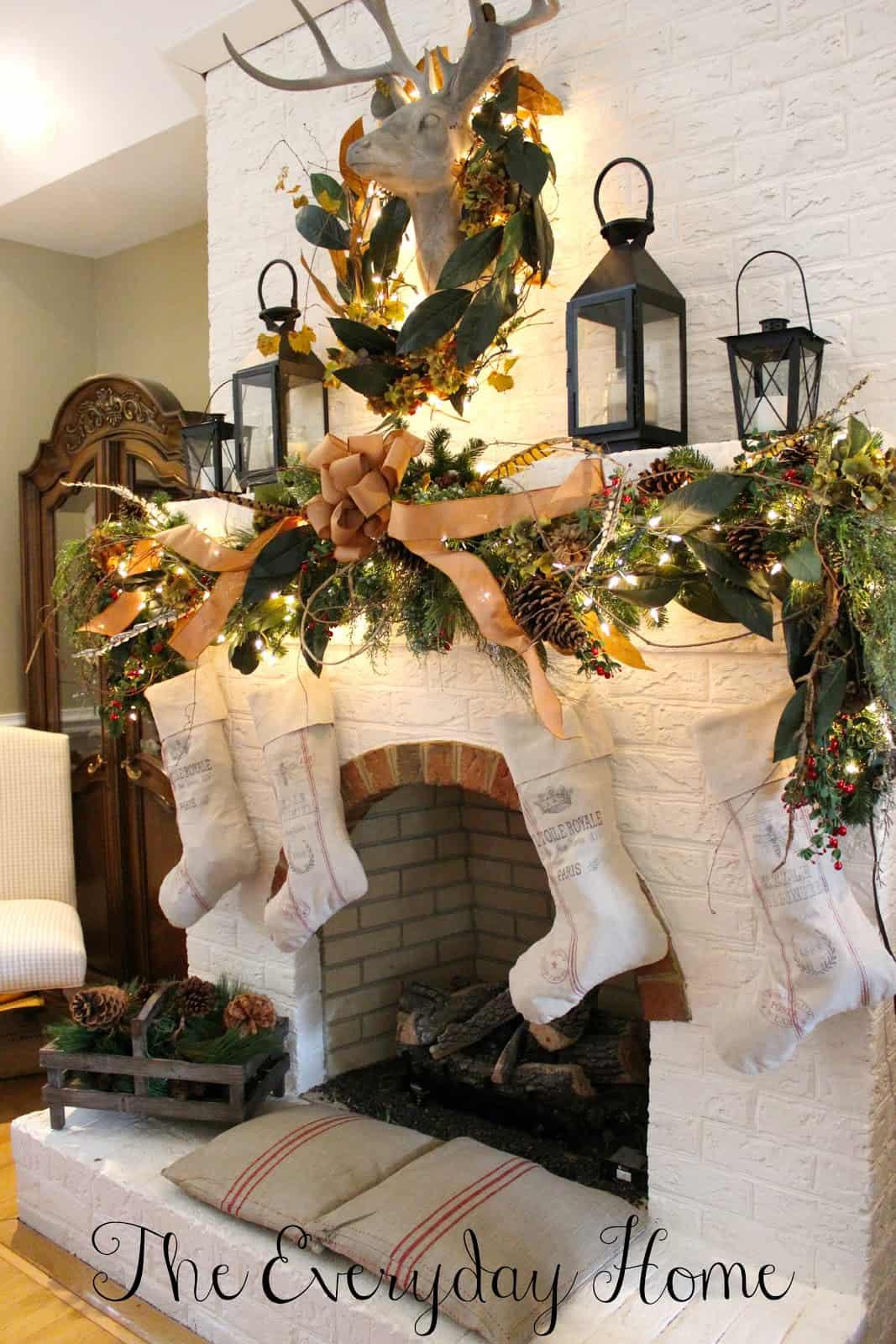 50+ Absolutely fabulous Christmas mantel decorating ideas