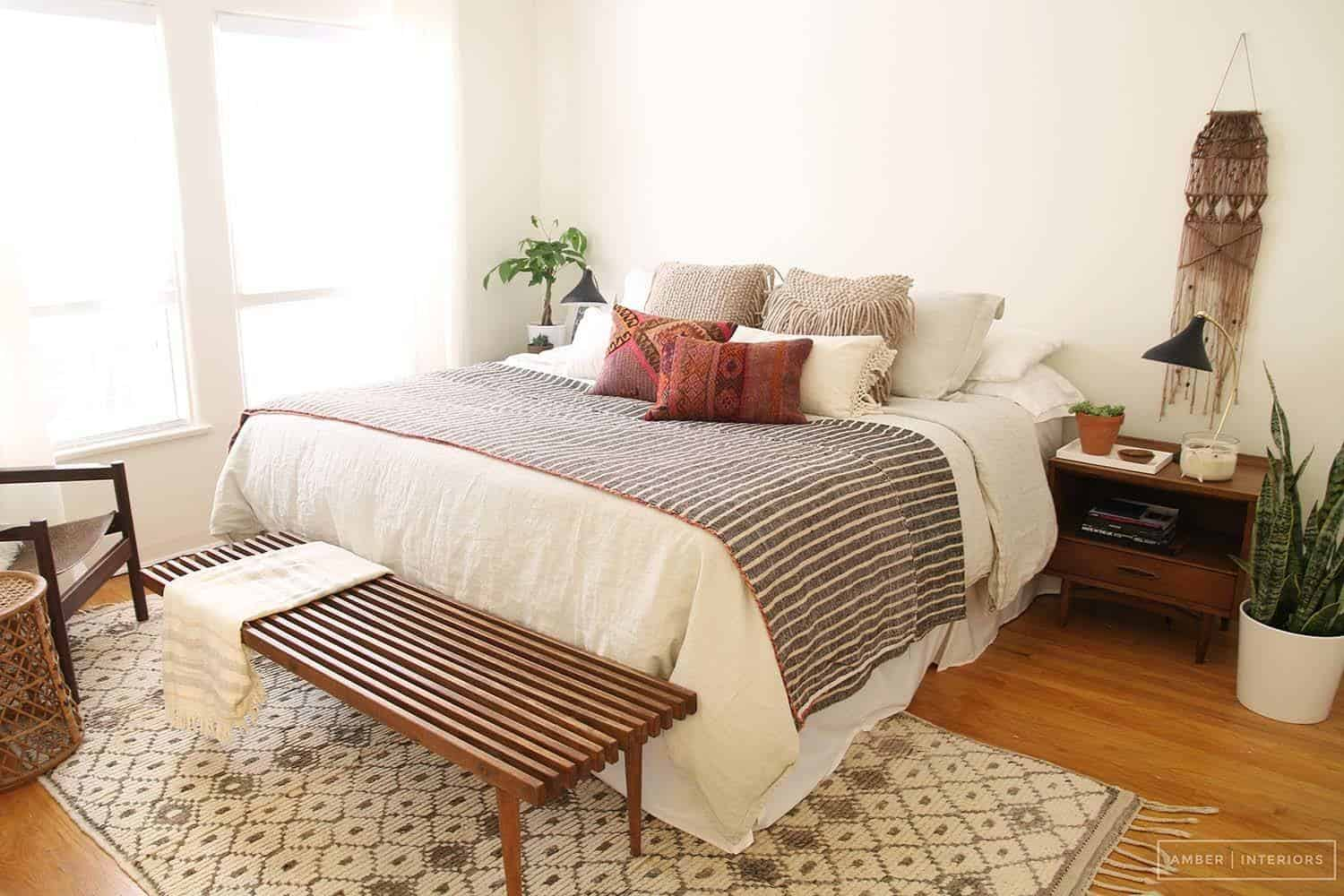 35 wonderfully stylish mid century modern bedrooms for Designer inspired bedding