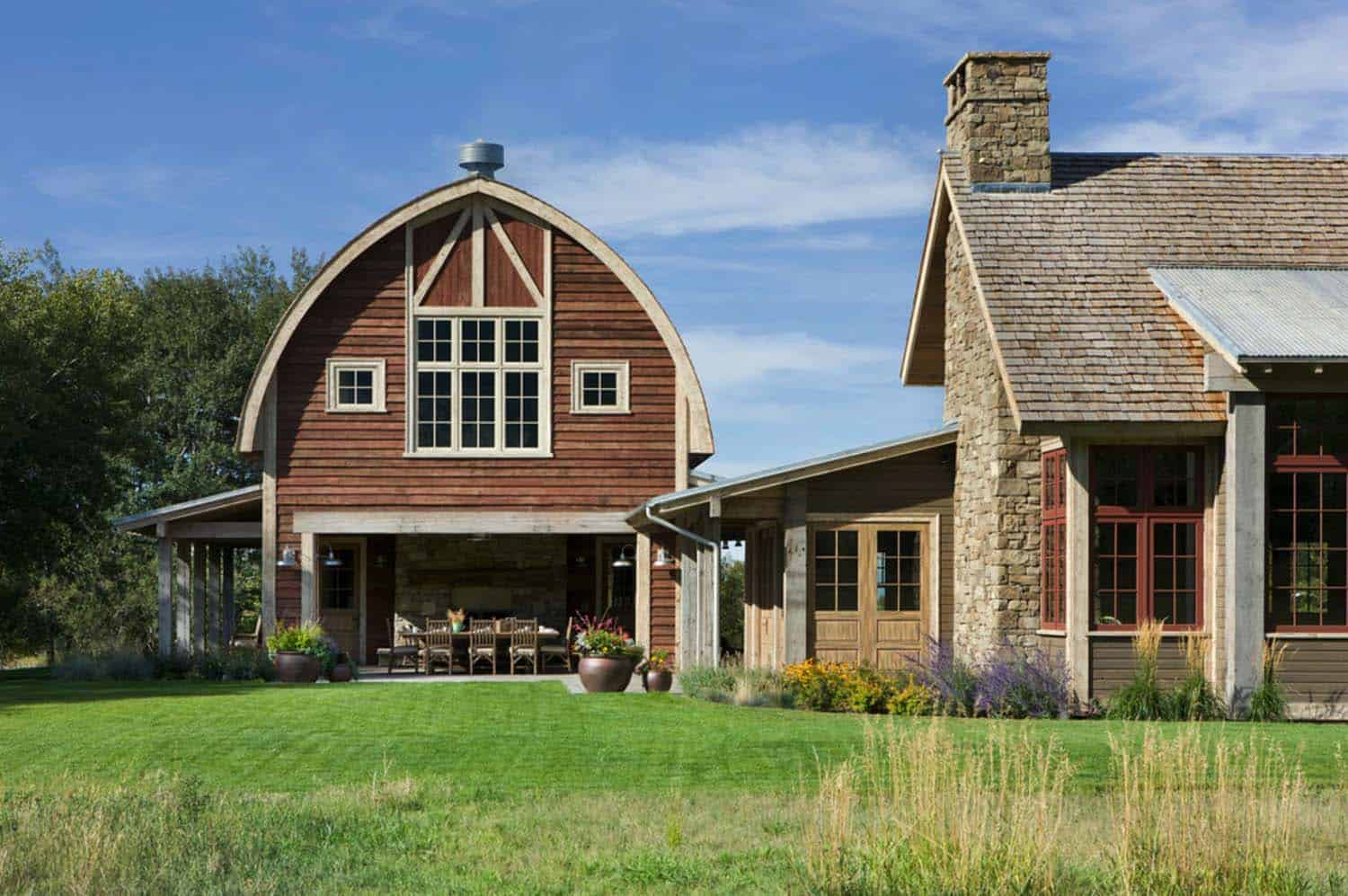 Picturesque montana farmhouse with an attached barn - Residence de luxe montagne locati ...