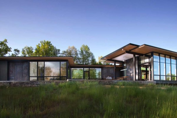 featured posts image for Modern lake house opens towards the Blue Ridge Mountains