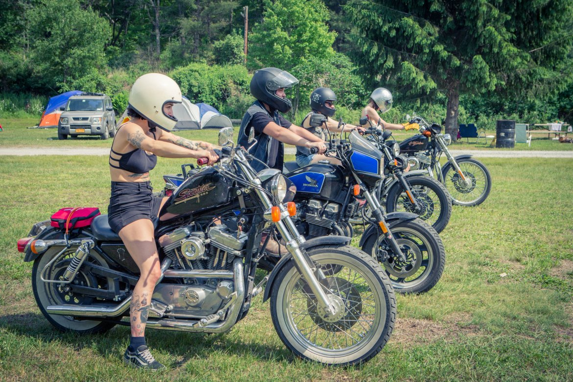 Babes Ride Out East Coast, Onelandmag
