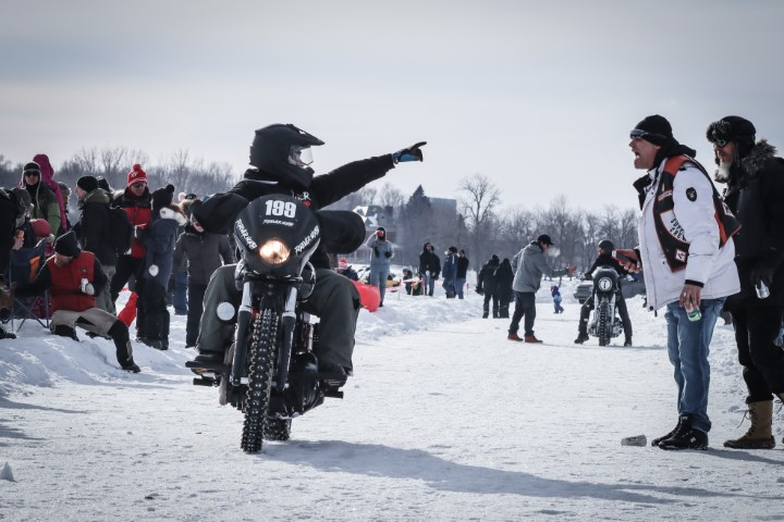 Harley Drag on ice - Moto - Oneland