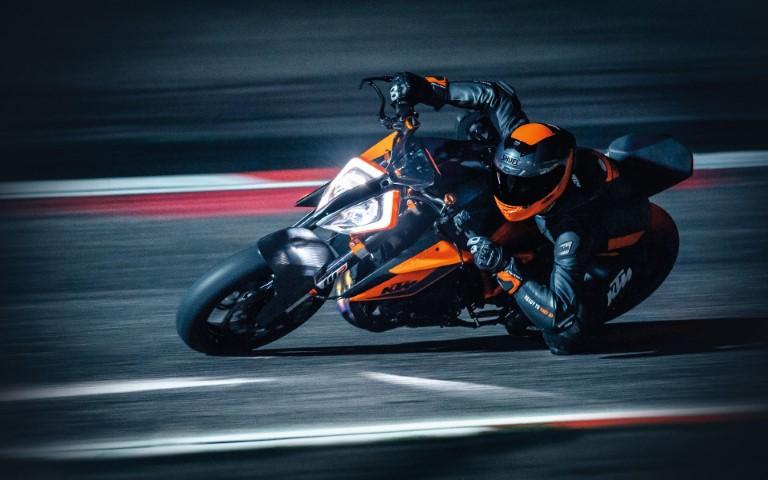 salon moto oneland montreal quebec KTM SUPER DUKE R