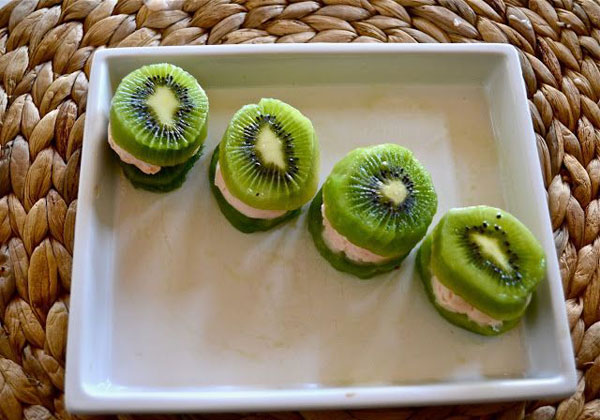 50+ Best Kiwi Recipes - Kiwi Frozen Yogurt Sandwiches