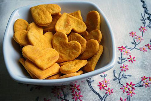 30+ Healthy Valentine's Day Food Ideas - Sweet Potato Crackers