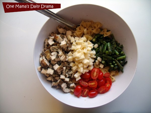 Spring grilled pasta recipe with chicken, tomato, and asparagus | One Mama's Daily Drama