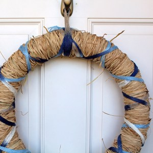 DiY spring raffia wreath | One Mama's Daily Drama --- Make this simple spring wreath with raffia and yarn in less than an hour!
