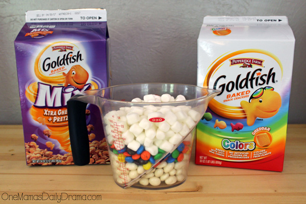 Unicorn food rainbow snack mix ingredients