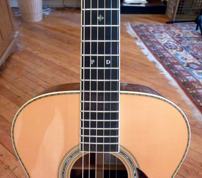 Martin OM-30DB shoulders