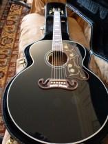 Gibson SJ-200 Ebony Limited in case