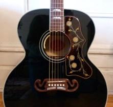 Gibson SJ-200 Ebony Limited shoulders