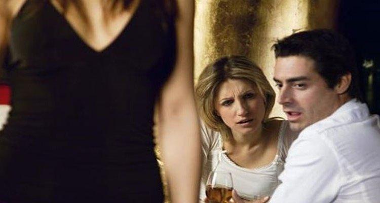 Τι είναι αυτό που κάνει τους άνδρες να ξενοκοιτάζουν;
