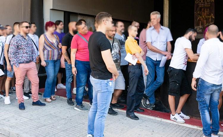 ΔΩΣΤΕ ΤΣΟΝΤΑ ΣΤΟ ΛΑΟ!!! Αύξηση 700% στις αιτήσεις για casting σε ελληνικές τσόντες