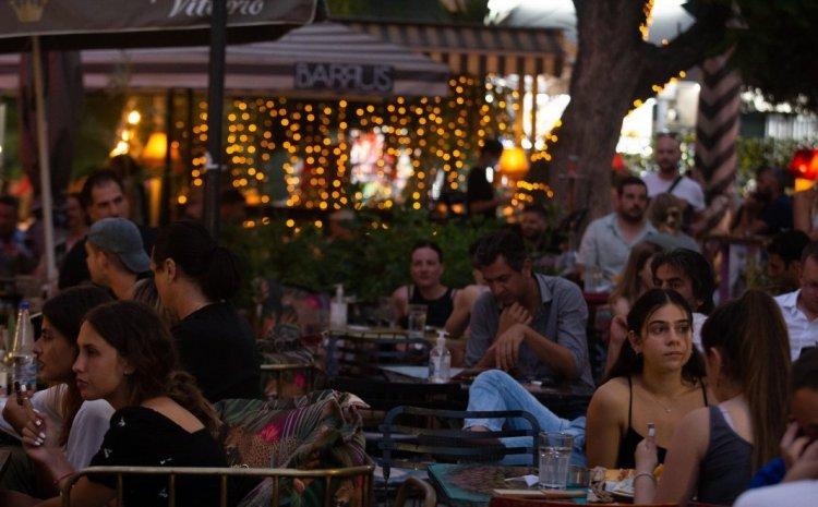 ΚΥΑ με νέα μέτρα σε διασκέδαση – εστίαση: Τι ισχύει για είσοδο σε κέντρα διασκέδασης, μπαρ