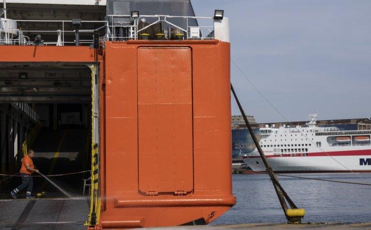 Όλες οι αλλαγές στις μετακινήσεις προς τα νησιά: Πώς θα ταξιδεύουμε με πλοίο και με αεροπλάνο