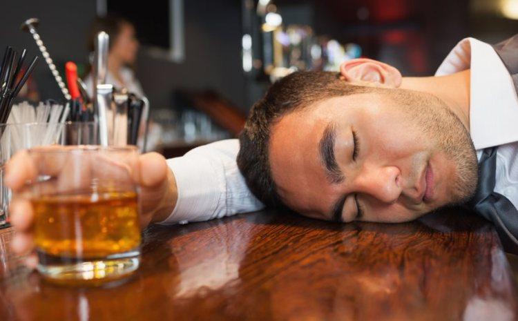 Μεθυσμένος έχασε την παρθενιά του