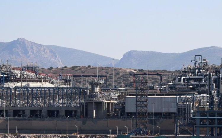 Καταιγίδα αυξήσεων σε φυσικό αέριο και πετρέλαιο – Τι εξετάζει η κυβέρνηση για το επίδομα θέρμανσης