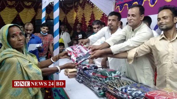 বেলকুচিতে দুর্গাৎসব উপলক্ষে ৪ শতাধিক দরিদ্র হিন্দু পরিবারের মাঝে বস্ত্র বিতরন
