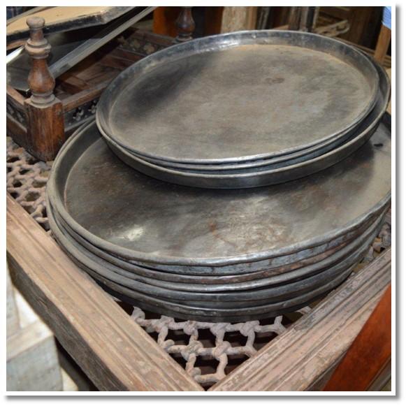 Metal serving plates (030) Image