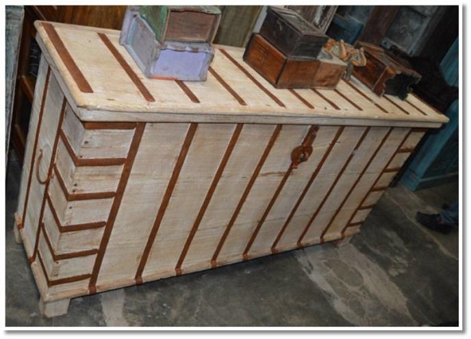 Storage Chest w/ Metal Banding (056) Image