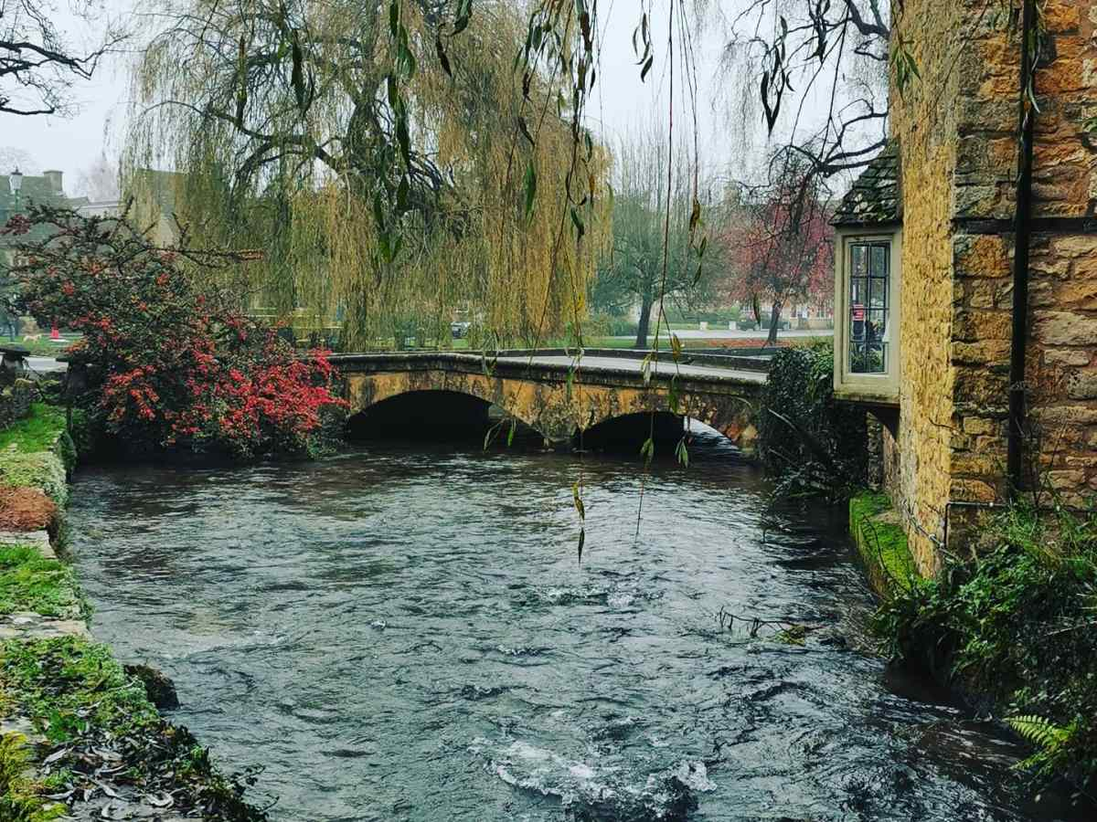 Bourton on the water bridge 2 (by From One Owner to Another)