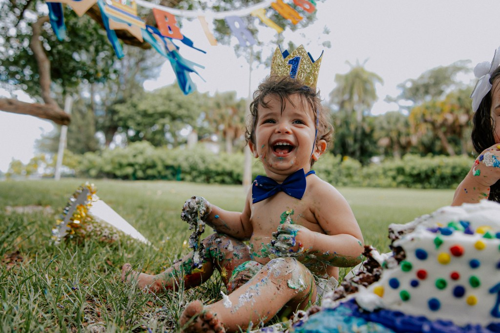 outdoor-smash-the-cake-photoshoot