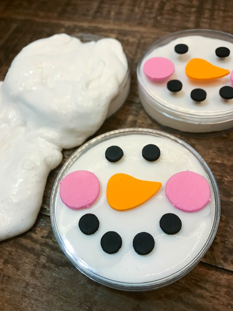 This no mess, three ingredient snowman slime recipe will have your kiddos shivering with excitement! Includes a step-by-step video tutorial for easy DIY slime!